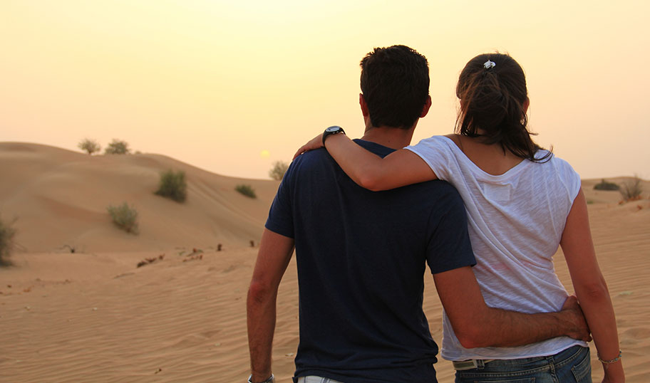 Dubai Wüstenausflüge Kamelreiten